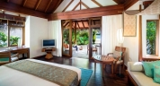 Anantara_Dhigu_Maldives_Sunrise_BeachVIlla_Int_1920x1037