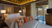 Anantara_Veli_Maldives_Ocean_Pool_Bungalow_Bed_Pool_View_1920x1037