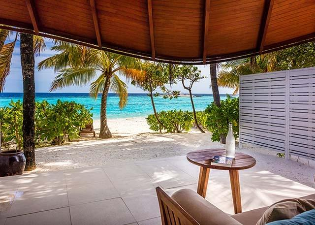 2-maldives-beach-suite-02-640x457