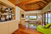 Huvafen-Fushi-Maldives_Ocean Bungalow with Plunge Pool - Living Area