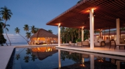 Park-Hyatt-Hadahaa-Maldives_Pool-area