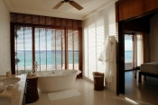 The-Residence-Maldives_Bathroom- Beach villa